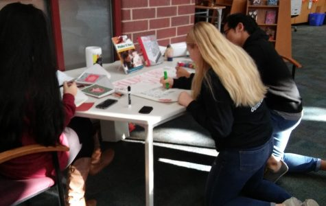 Class of 2018 Makes Holiday Cards for a Good Cause